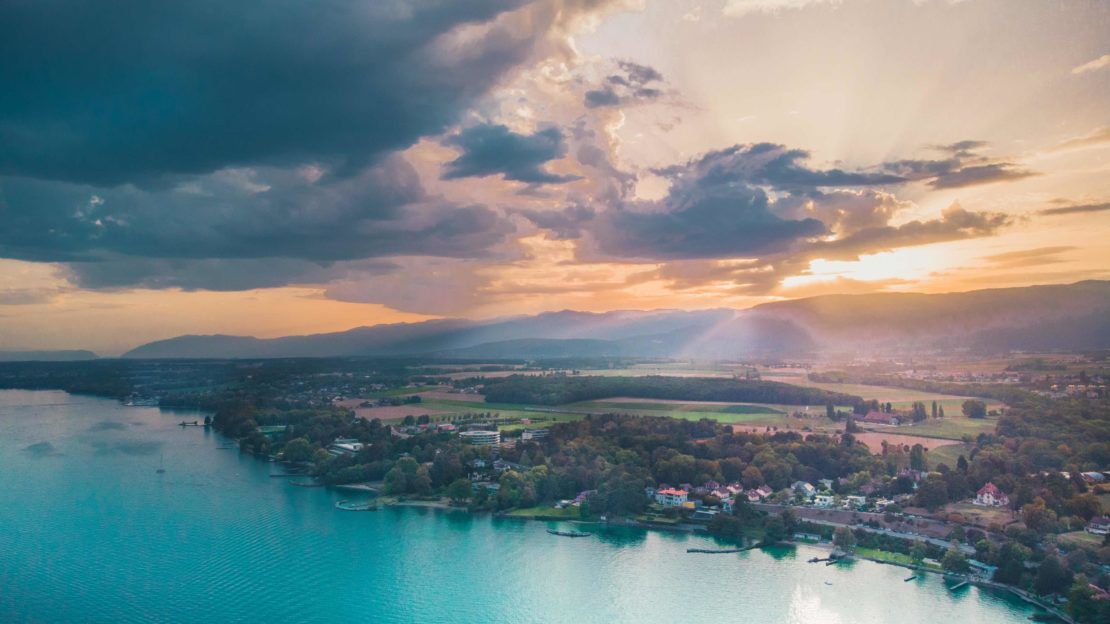 Coucher de soleil sur Nyon en Suisse