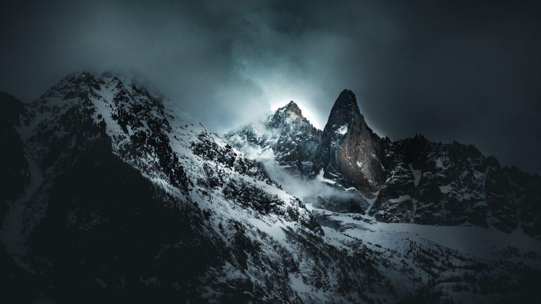 L'aiguille du Midi sous la brume